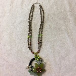 Jewelry - Beaded floral necklace